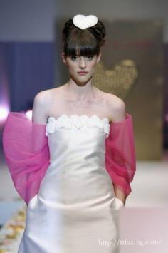 个性婚纱礼服图片赏析 做个美丽时尚的个性新娘