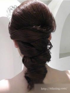 赏析时尚新娘盘发 学习其打造技巧及步骤