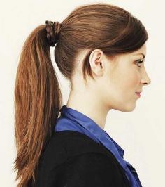 冬季韩式长发马尾辫的简便扎法