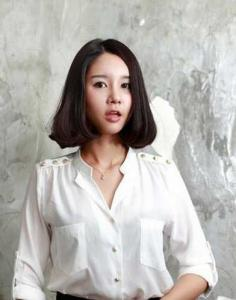 韩式中分短发烫发发型