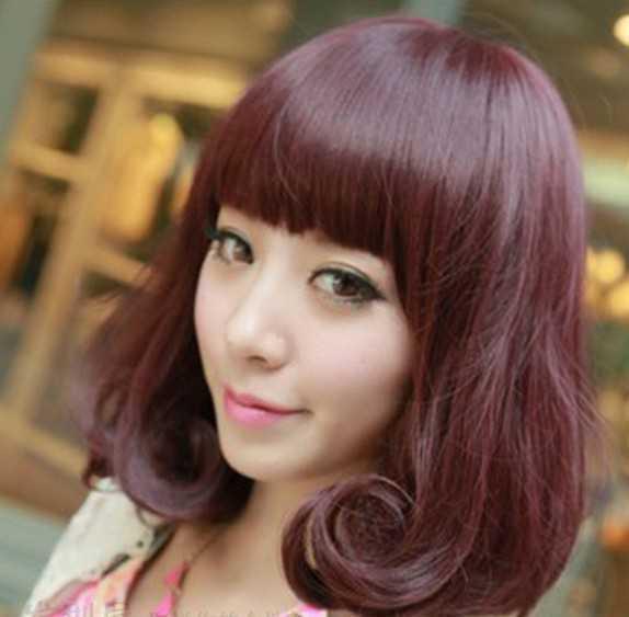 时尚个性酒红色女生烫发发型_流行发型 - 天天