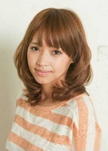 短发弄图片好看?少女双马尾扎发减龄可爱油头v短发烫发型发型图片