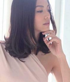 人气超高的时尚女生梨花烫发型