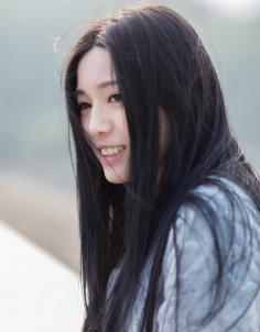 显清新唯美女生长直发发型