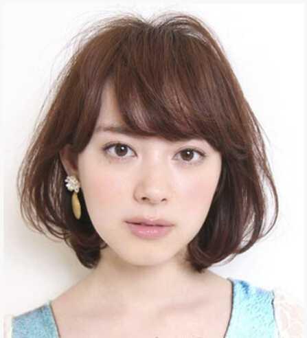 日系发型女生显得短发烫发别样女生老风情演绎图片