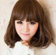 可爱齐刘海短发梨花头发型