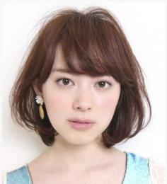 日系女生短发烫发发型 演绎别样风情