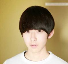 韩版可爱中性男生齐刘海发型