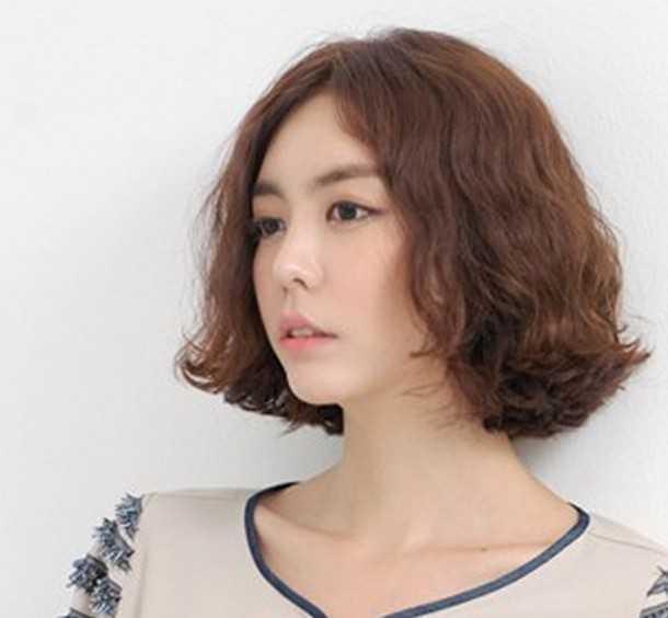 日韩女生蓬松短卷发盘点图片