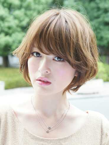 菱形脸女生波波头烫发发型 菱形脸最适合烫发发型图片