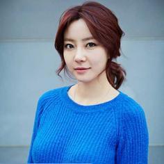 韩式马尾发型扎法,3分钟成韩剧女主角