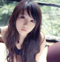 圆脸女生的秋季中长发发型图片