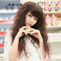 蓬松女生玉米烫发型图片