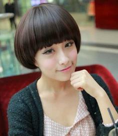 蘑菇头短发发型 演绎清爽个性范