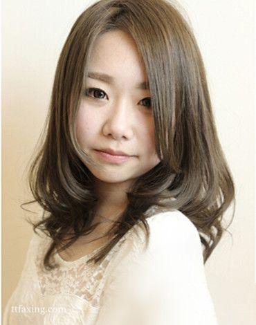 圆脸女生适合的甜美中长发发型图片