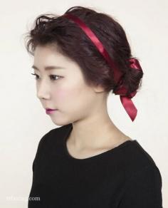 韩式露额盘发清爽减龄,搭配发带更显气质