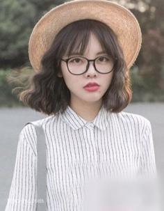 秋季剪什么短发好看?韩式短烫发甜美修颜