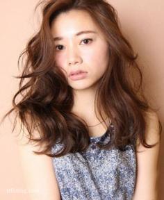 国字脸女生适合的发型,蓬松卷发最修颜
