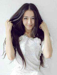 迪丽热巴漂亮长发发型图片