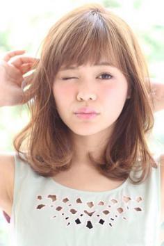 中长发烫发发型图片 时尚又减龄