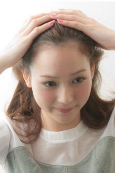 韩式丸子头的简单扎发 简单8步教你扎好丸子头