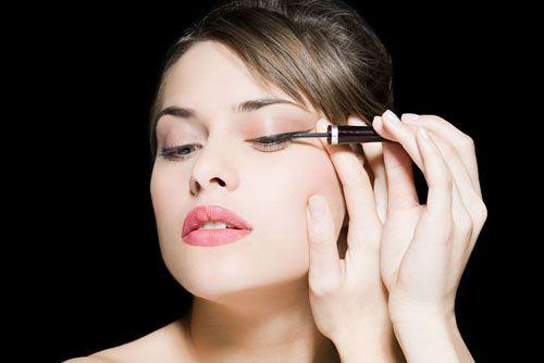 下眼线晕妆怎么办 教你几招防止眼线晕染
