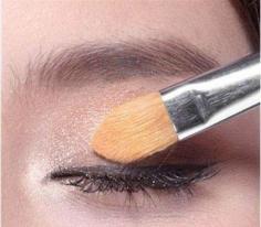 如何画眼影步骤图解 只花一分钟打造魅力无穷的电眼妆