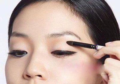 单眼皮怎么画眼线步骤 拥有一双大美眼不是梦