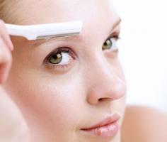 自己修眉技巧 掌握方法流程为自己修精致眉形