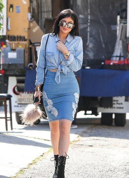 春季牛仔裙怎么穿搭才高级