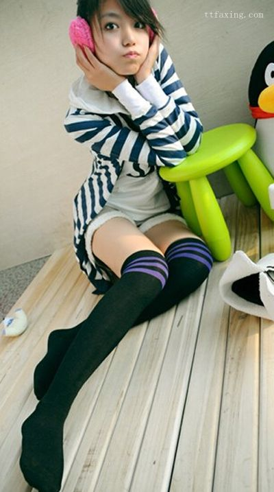过膝袜怎么搭配好看 巧妙搭配不会冷