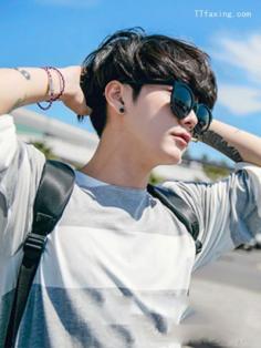 男生齐刘海发型 修颜时尚又帅气