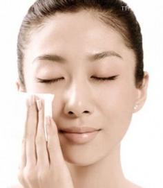 卸妆油的使用方法 小编教你如何正确卸妆