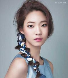 萌妹子韩式发型扎法get!