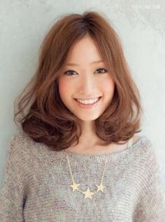 韩国荷叶头发型图片,蓬松空气感发型轻巧可爱