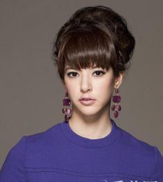 麻豆示范优雅吸睛发型 4步变身派对女王