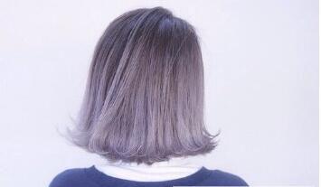 奶茶灰色头发 显白不失时尚感