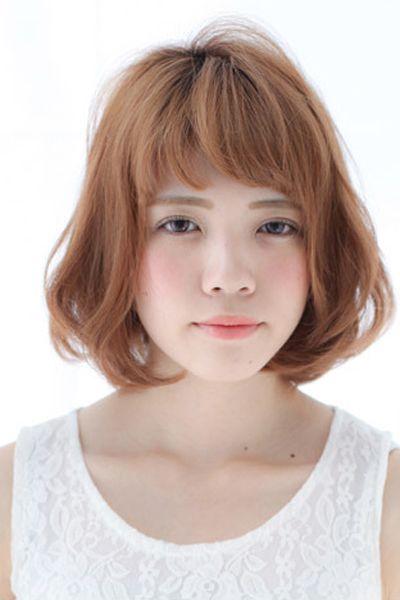 齐刘海短发烫发发型 修饰出好看的脸型