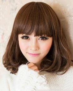 齐刘海短卷发发型 瞬间提升娇俏可爱气质
