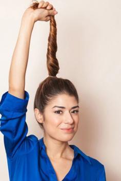 欧美丸子头的扎法图解 随意打造出活泼时尚范儿