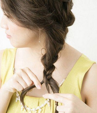 侧边三股麻花辫的编法 慵懒气质更优雅