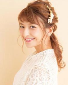 韩式低马尾发型扎法步骤 尽显淑女魅力