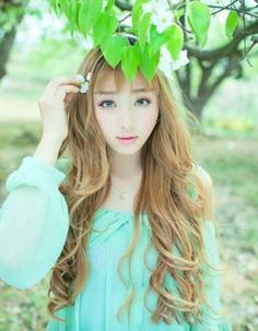 女生齐刘海发型 演绎青春甜美风格