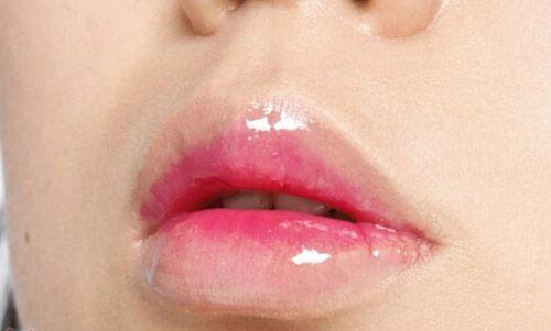 咬唇妆的画法步骤图解 凸显楚楚可怜的性感