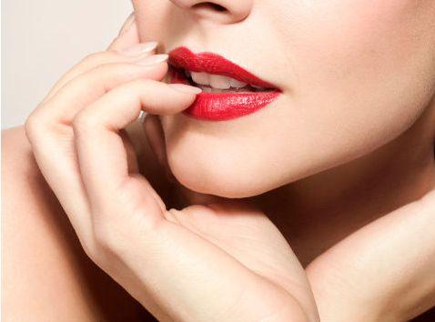 唇色浅用什么颜色口红 如何保养唇部