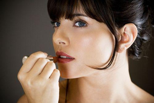 口红过敏什么症状 使用口红注意事项须知