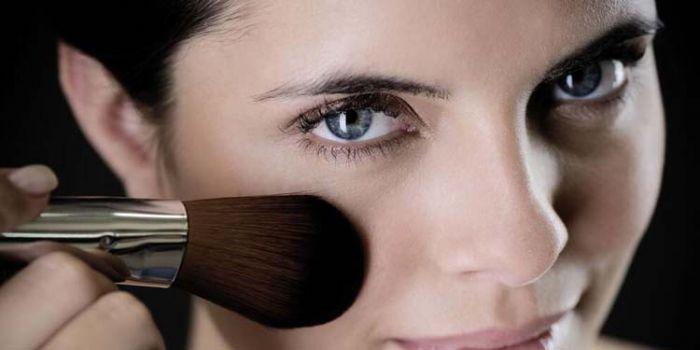 为什么粉底液要脱妆 四大粉底使用误区须知