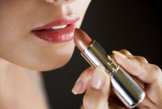 经常涂口红的危害有哪些 涂口红需要卸妆吗