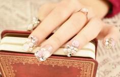 做水晶甲要花多少钱 做水晶甲伤指甲吗