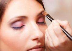 怎么化妆简单又好看 上班族女性应学的化妆技巧